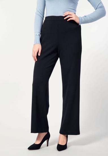 Spodnie o prostym kroju...