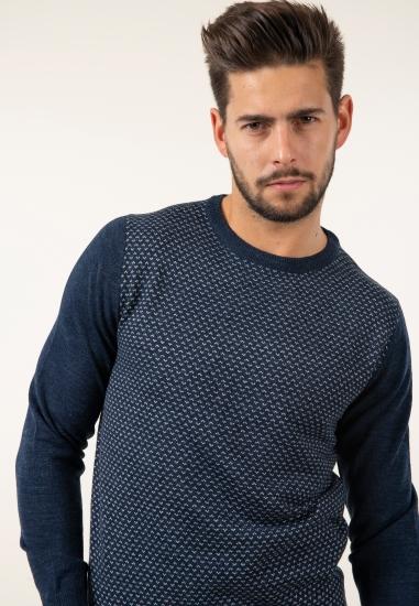 Sweter z domieszką wełny...