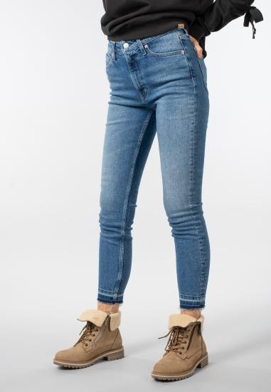 Damskie jeansy Calvin Klein...
