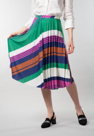 Plisowana spódnica we wzory...