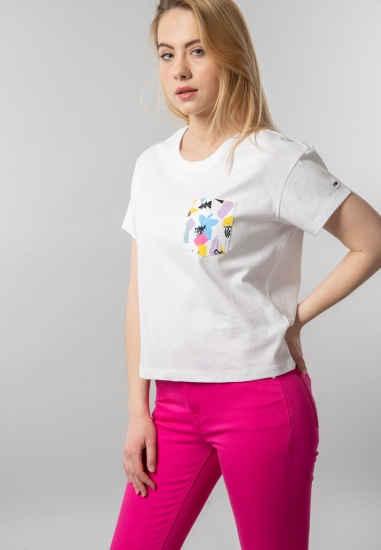 T-shirt damski o krótszym kroju Tommy Jeans